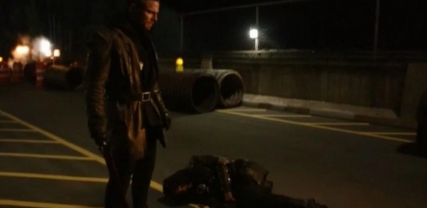 Arrow – S03E23 – My Name Is Oliver Queen [SEASON FINALE]