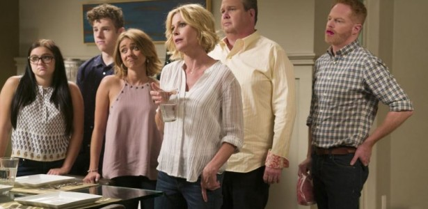 Modern Family – S08E01 – A tale of three cities [SEASON PREMIERE]